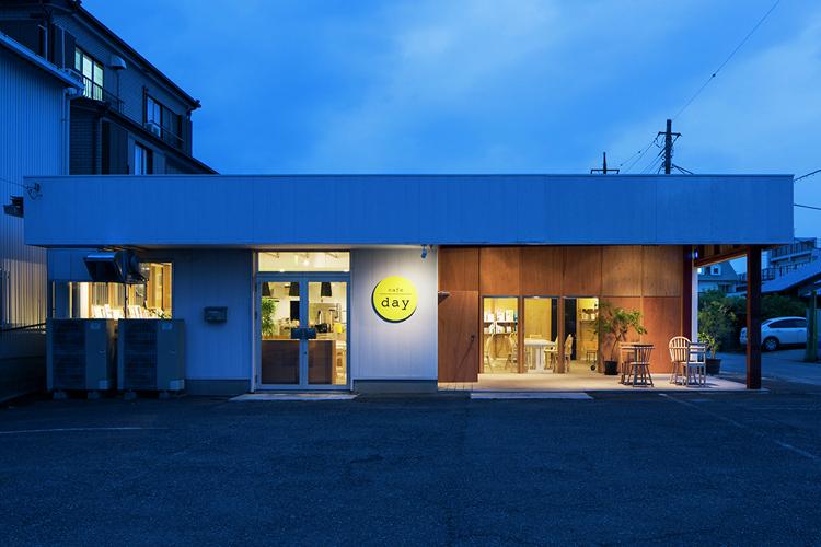 停车场里的咖啡馆有什么不同?/停车场里的咖啡馆有什么不同?