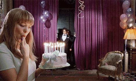 韦斯·安德森拍的广告,比他的电影还要搞怪/韦斯·安德森拍的广告比电影还搞怪