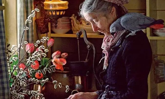 活在童话里老奶奶,她的生活是否也让你艳羡?/活在童话里老奶奶,是否也让你艳羡